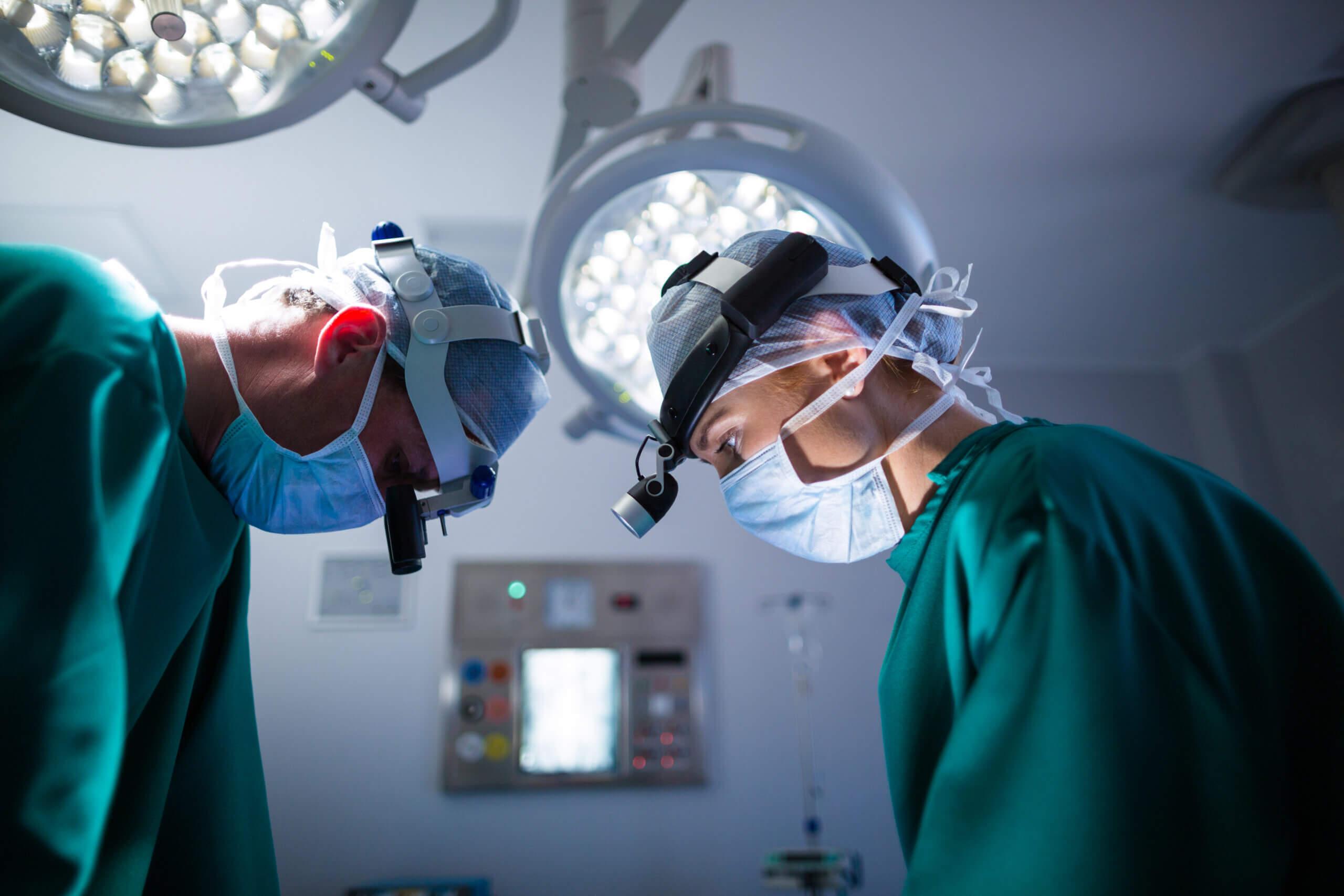 Imagem de uma sala de cirurgia que utiliza bateria para nobreak