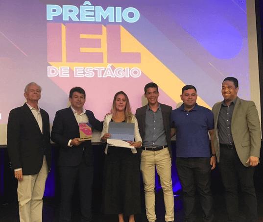 Moura recebe Prêmio IEL de Estágio com sua Academia dos Estagiários