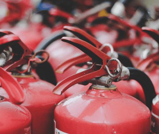 Tipos de extintores de incêndio e porque usar um em seu carro
