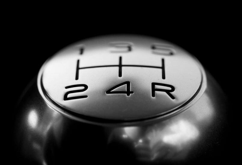 imagem de um câmbio de um carro que tem filtro de combustível