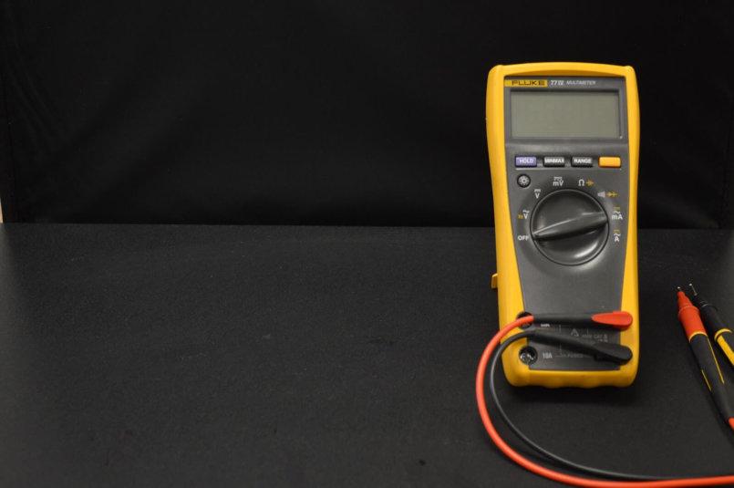imagem de um multímetro para testar fusível queimado