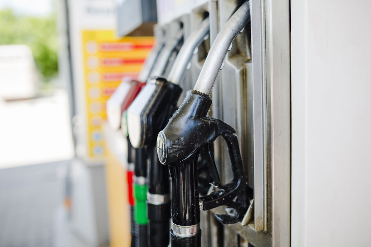Imagem de uma bomba de gasolina ou álcool para explicar como economizar combustível