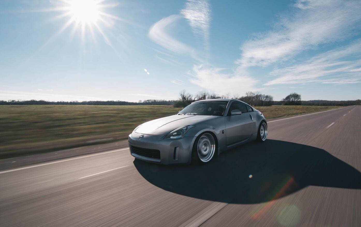Imagem de um automóvel para ensinar como economizar combustível