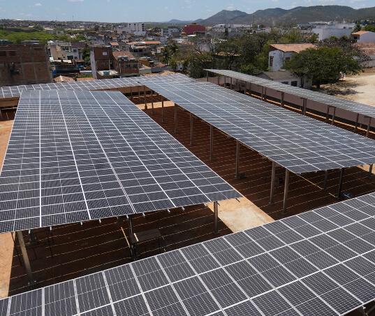 Moura e ITEMM implementam microrrede que integra energia fotovoltaica, geração térmica e armazenamento de energia