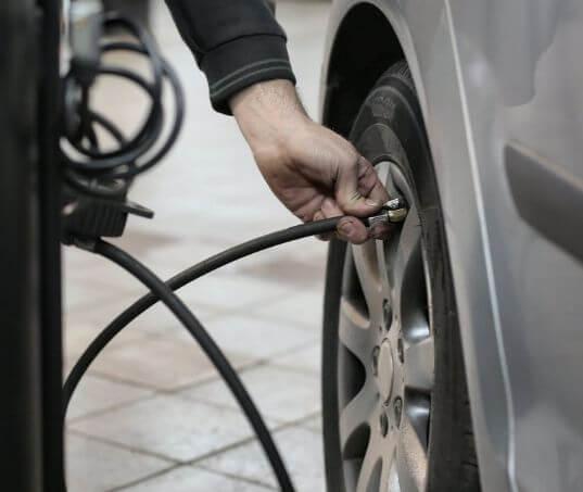 Calibragem de pneus: saiba qual é e como fazer