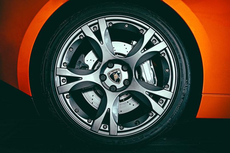Imagem mostrando que entre os tipos de freio está o freio a disco