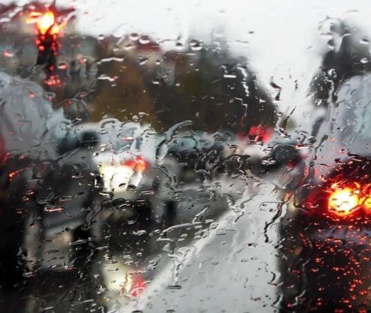 Saiba como evitar aquaplanagem em seu automóvel