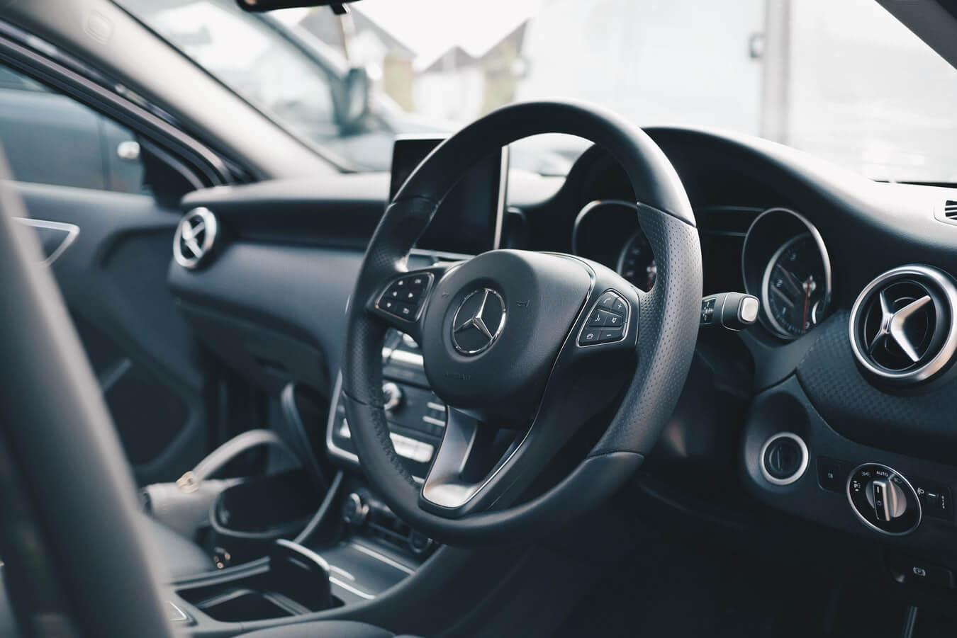 Parte interna de carro de luxo